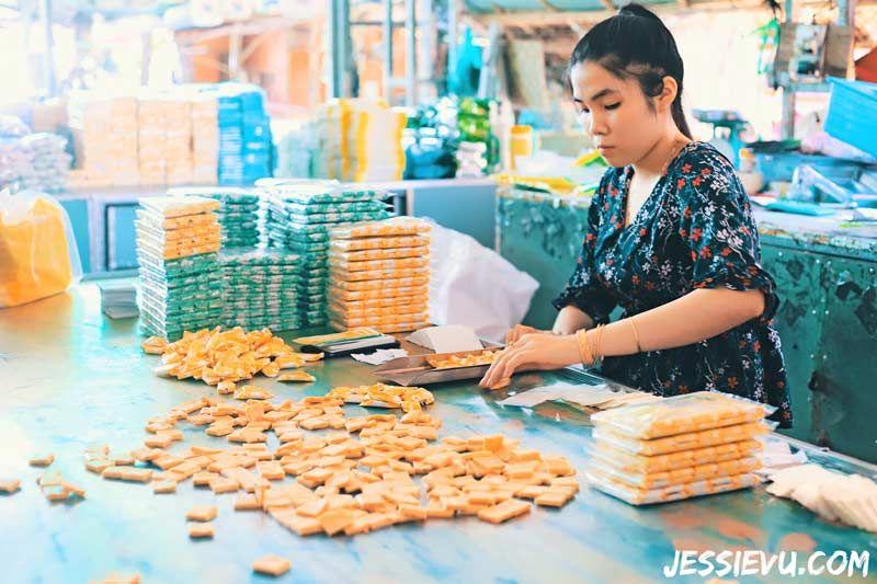 Xưởng làm kẹo dừa Bến Tre