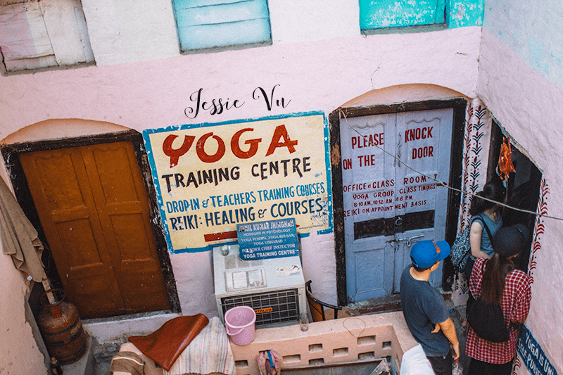 Học Yoga ở Varanasi , Ấn Độ